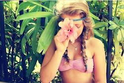 Ríe cuando estés triste, llorar es demasiado fácil ;)
