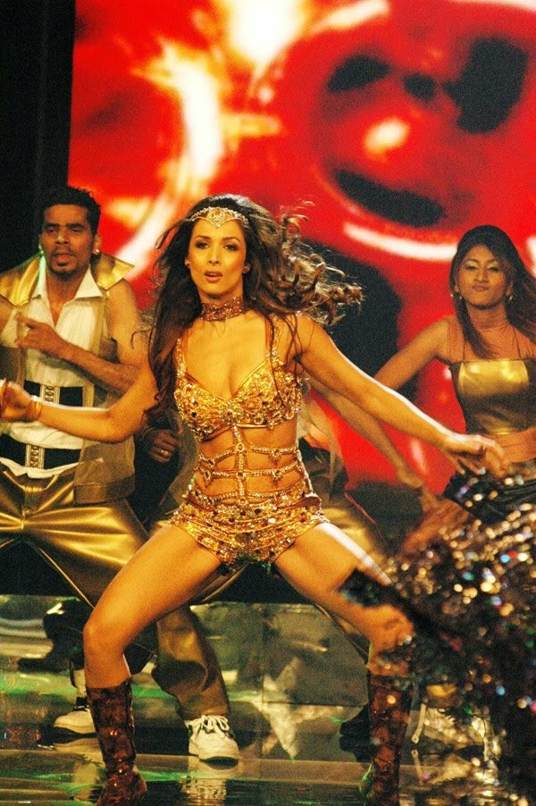 Malaika arora khan hot big thighs item dance song on stage performing hot sexy still hd pics