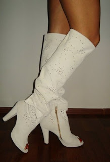 imagine cu cizme de vara albe la comanda din piele cu gaurele