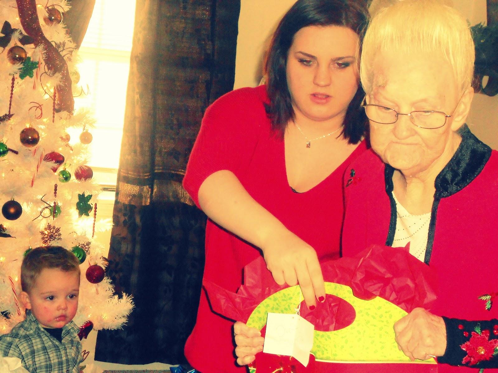 http://4.bp.blogspot.com/-syt2sOP_x5I/Tvf2k1ADkNI/AAAAAAAAEQQ/mjaQyo7Iih0/s1600/Christmas+2011+069.JPG