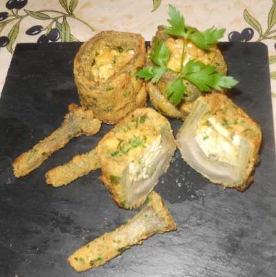 Emplatado de las Alcachofas con gabardina rellenas de tofu y feta.