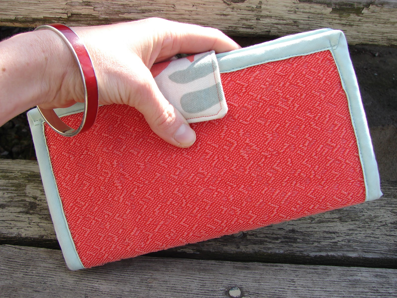 Free Sewing Tutorial: Clutch Wallet from Upholstery Swatches ...