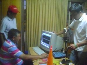 GRABANDO EN  LA RADIO