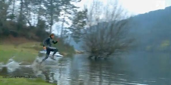 Manusia Bisa Berjalan di Atas Air?