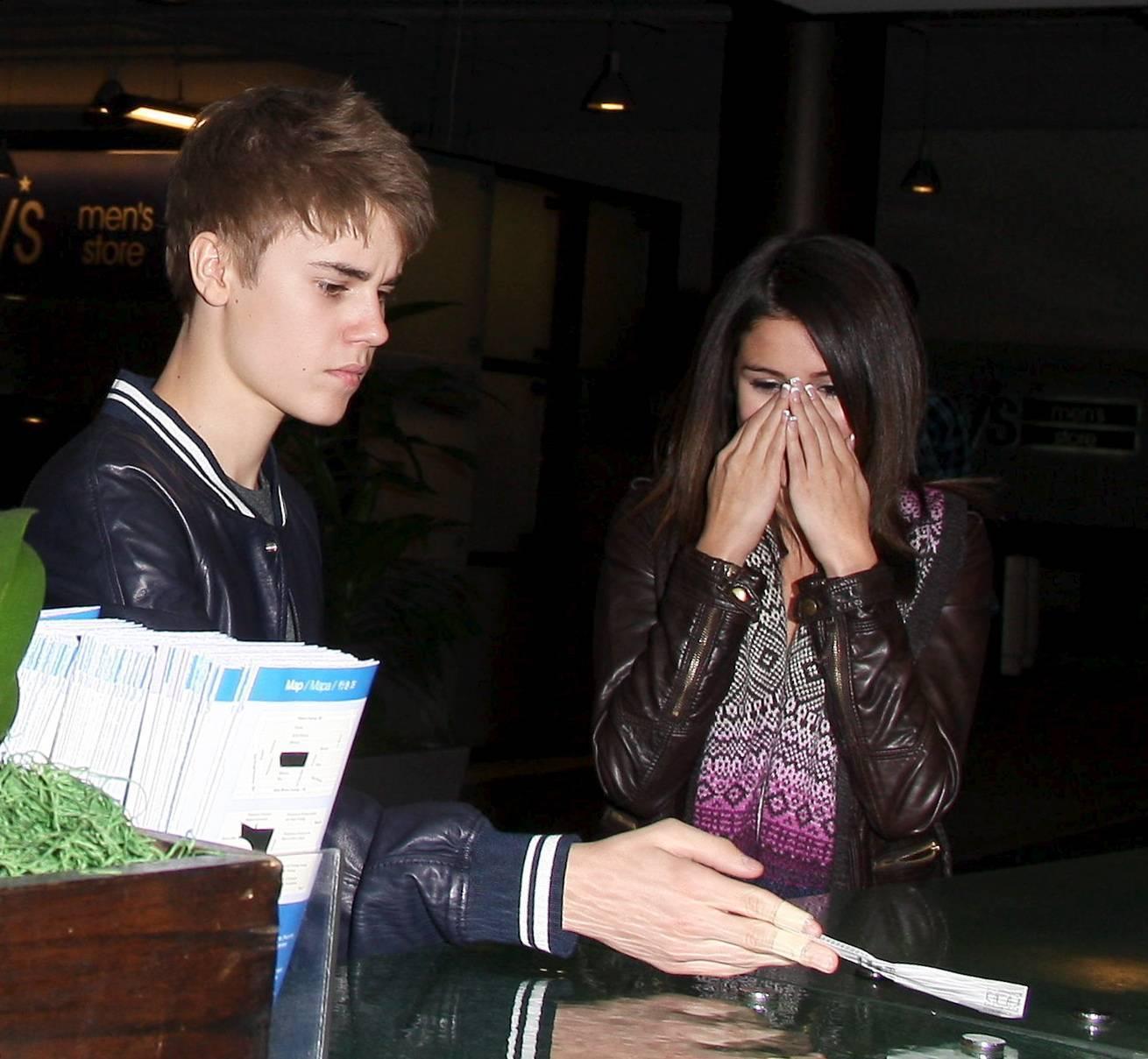 Selena gomez dating justin bieber