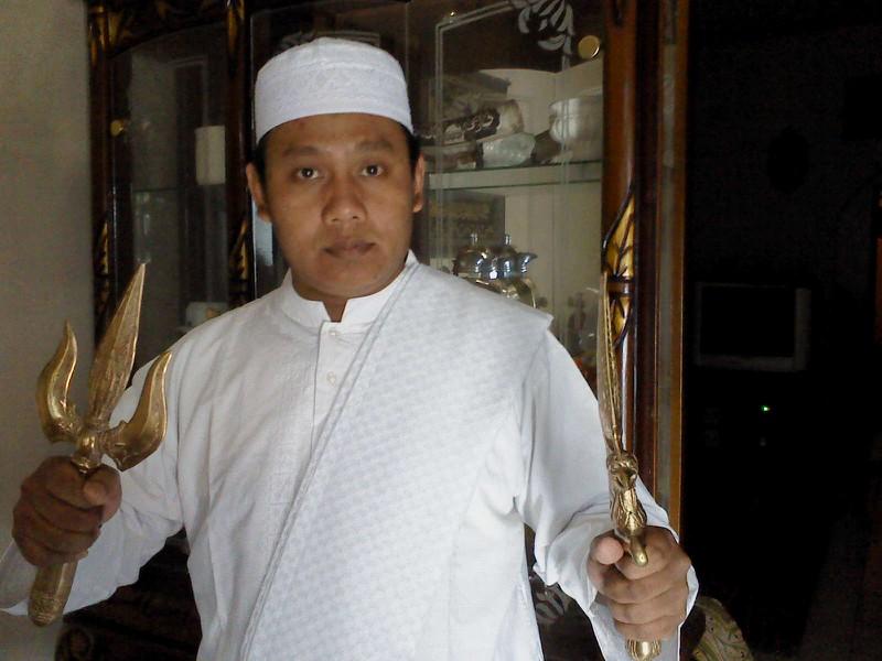 ... pesugihan nikah jin islam hubungi segera sang raja pawang jin