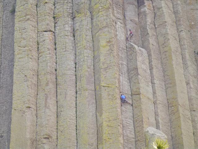 Escaladores en la Torre del Diablo por El Guisante Verde Project