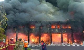 kantor Gubernur kebakaran