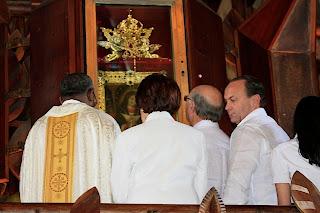 Mejía se une al llamado  obispos y ora por la paz