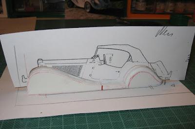 Desenho do perfil do MP Lafer usado como referência para a miniatura.