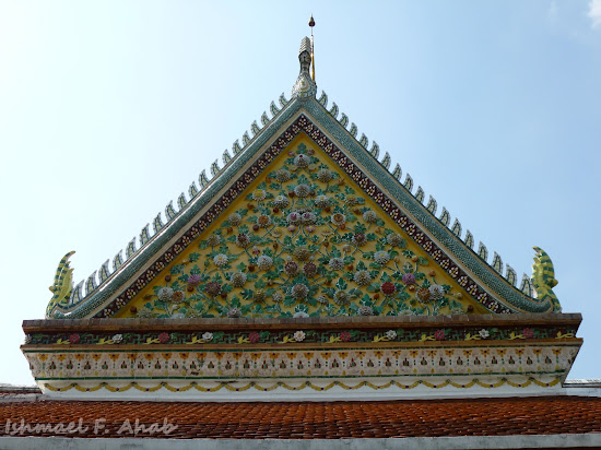 Intricate facade at Wat Arun