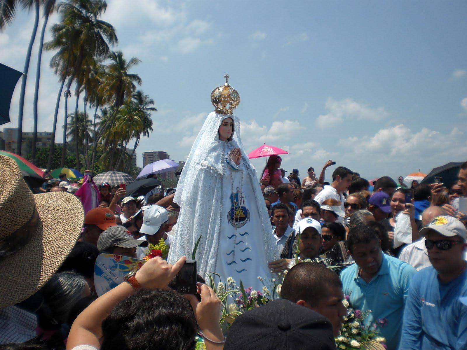 club Virgen paseo