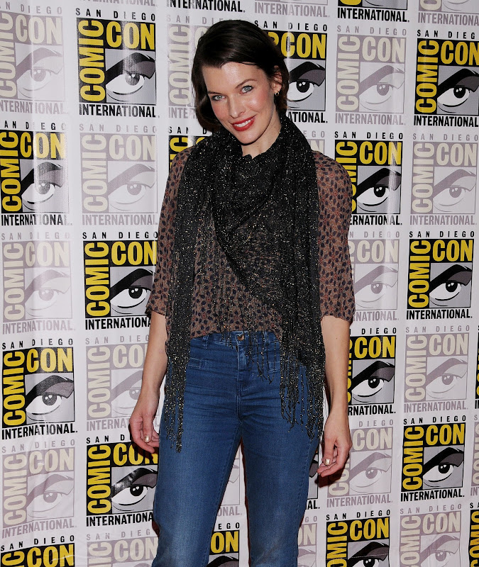 Milla Jovovich  Resident Evil Retribution ComiCon Panel