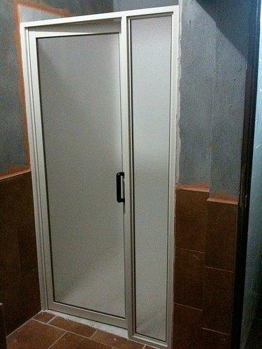 Modelos de puertas de duchas en acr lico creando tendencias for Puerta corrediza para ducha
