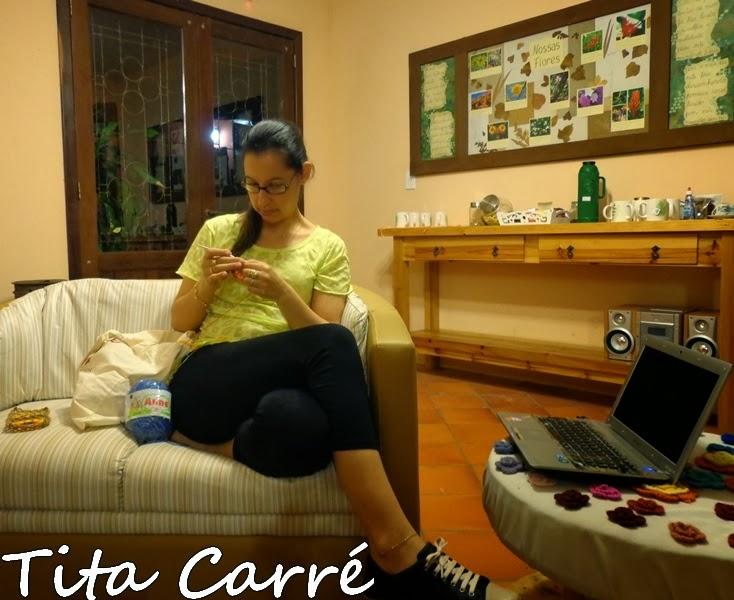 Tita Carré sempre crochetando...
