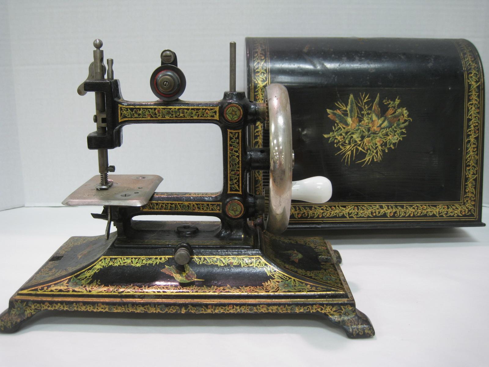 antique sewing machines antique sewing machines. Black Bedroom Furniture Sets. Home Design Ideas