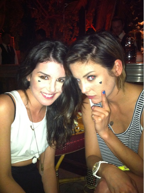 Jessica Stroup - Page 4 Shenae-Grimes-and-Jessica-Stroup-Spread-the-Heart