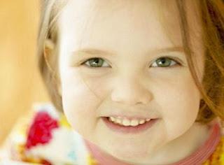 ابتسامة طفلة جميلة 2013