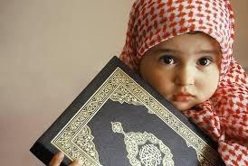 gambar anak kecil perempuan membaca alqur'an