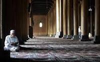 berdiam di masjid