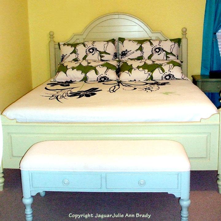 julie ann brady blog on green white and black floral bedding. Black Bedroom Furniture Sets. Home Design Ideas