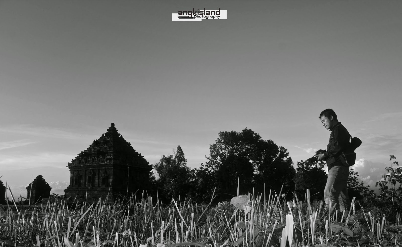 Candi Ijo Black and White