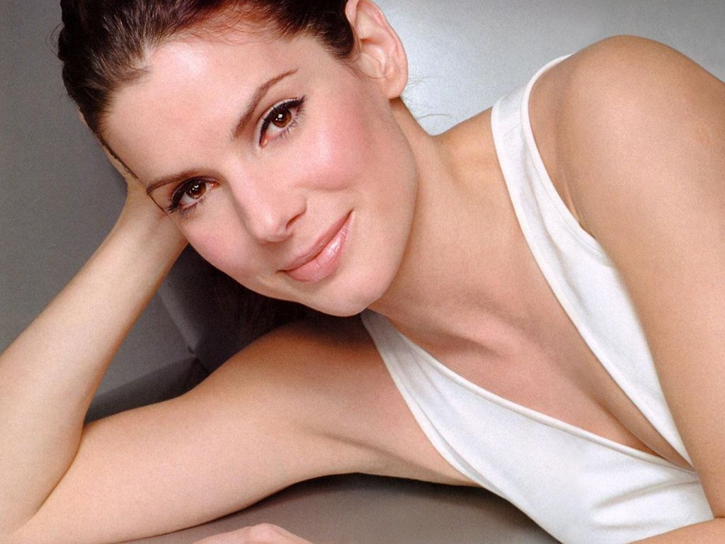 http://4.bp.blogspot.com/-t24rmYCvKug/TlvGa-7UBlI/AAAAAAAADJQ/dRFOwySL0sQ/s1600/sandra-bullock-hot-2011-most-paid-actress.jpg
