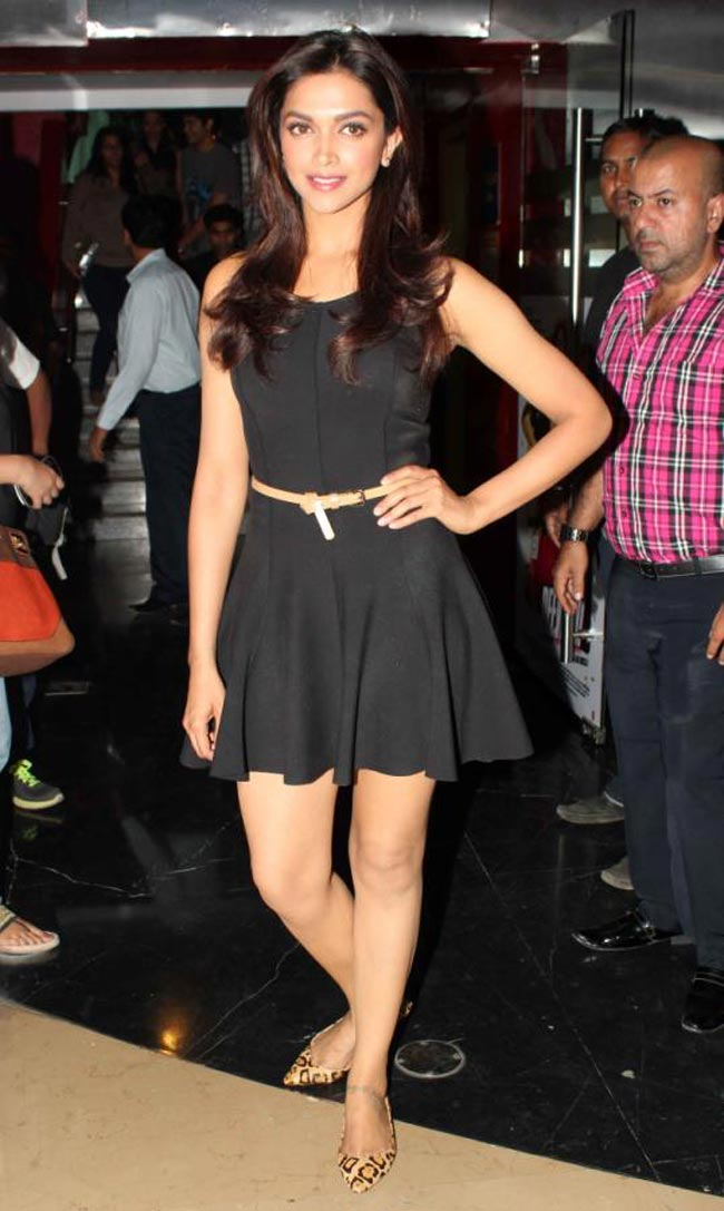 Deepika Padukone Hot Photos At Yeh Jawaani Hai Deewani Trailer Launch