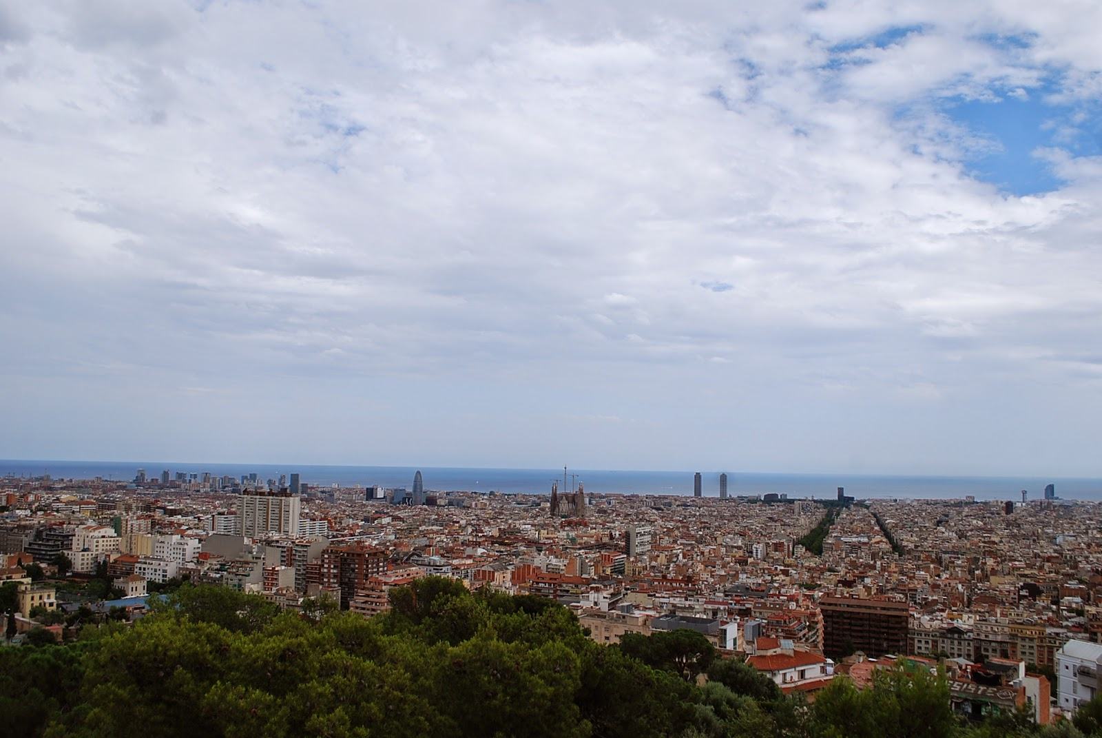 Вид с парка на Гуэля на Барселону. Parque Güell, Barcelona, Catalonia, Spain