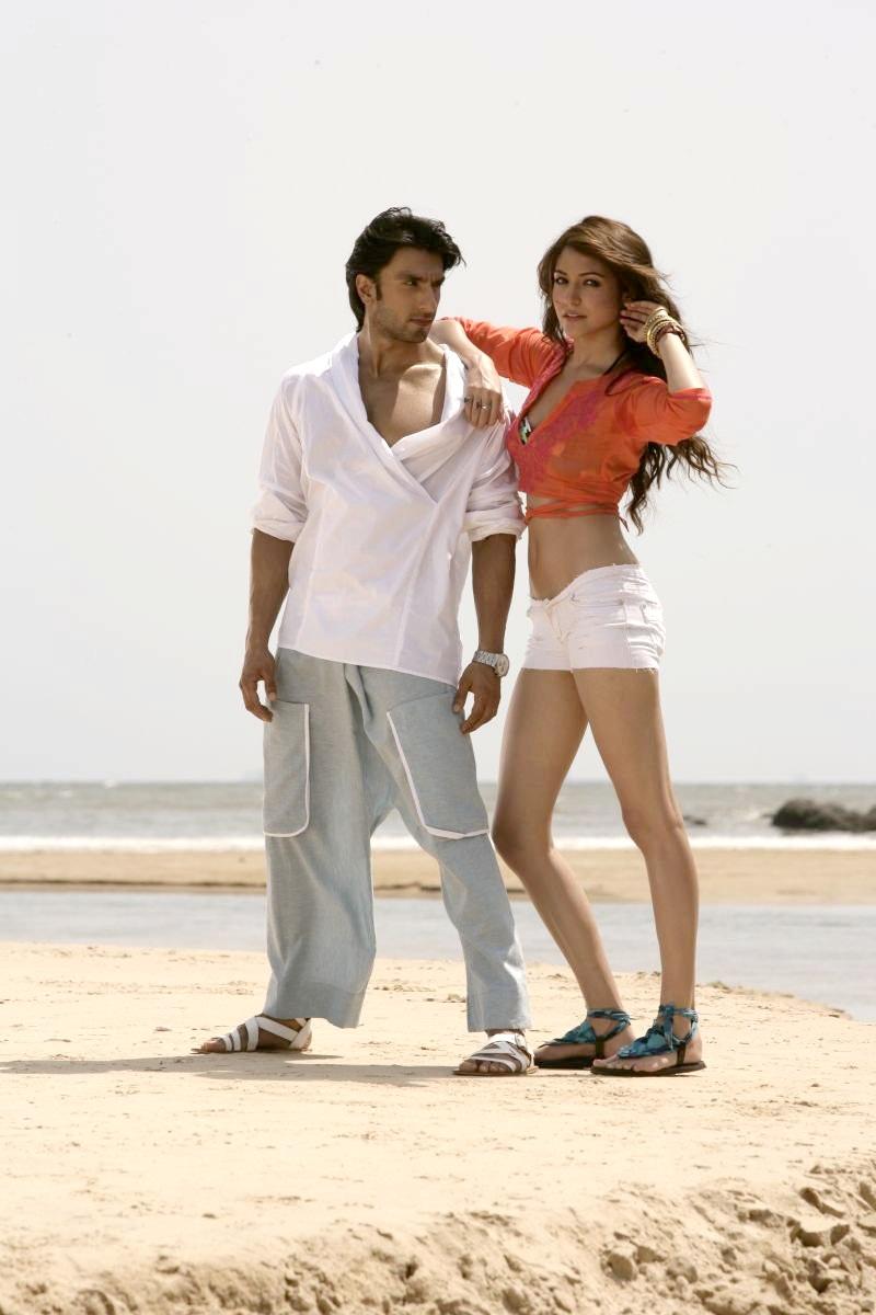 Anushka Sharma In Bikini In Ladies Vs Ricky Bahl Hollywod Days: Anushka...