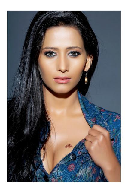 Deeksha Seth Hot Cleavage Photos | Latest Hot Sexy Pics