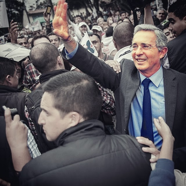 Álvaro Uribe Vélez denuncia corrupción