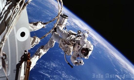 Bagaimana Cara Menjadi Astronot NASA?