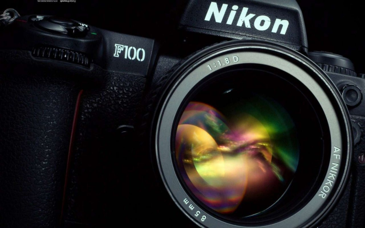 NIKON F100 Camera   Le...