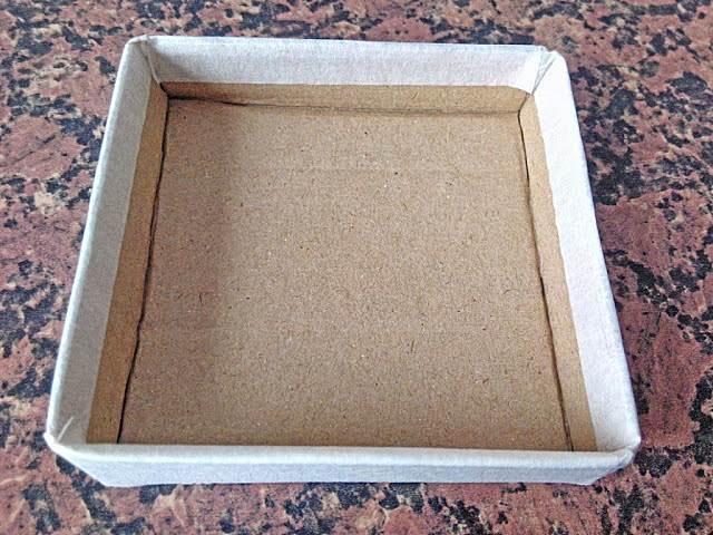 Cajita de cartón - Paso 6: pegamos con cinta de pintor.