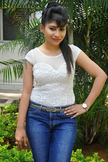 Actress Madhulagna Das Pictures in Jeans at Aadu Magadraa Bujji Platinum Disc Function  0037