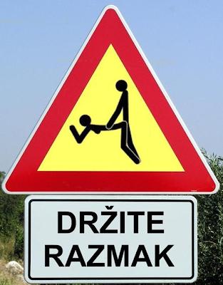 najsmesniji saobracajni znak držite razmak