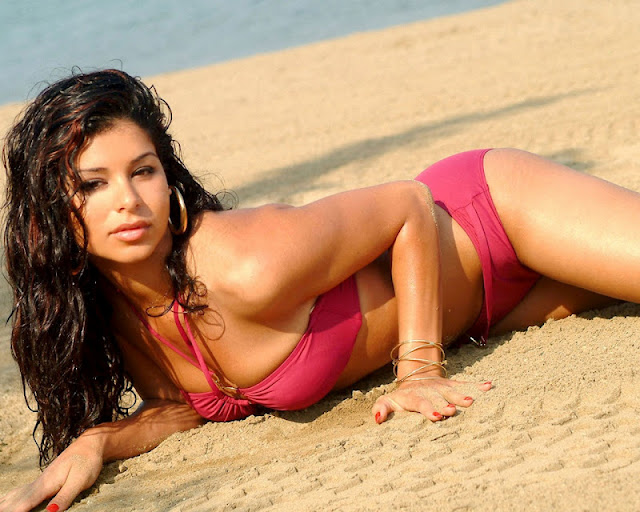 Rima Fakih sexy in swimwear