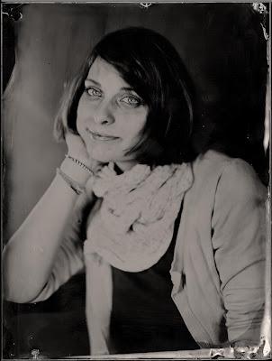 Ambrotime - Studio of Victorian Photography, Portrait einer jungen Frau, Dmitriy Klein, ambrotype, 18x24cm.