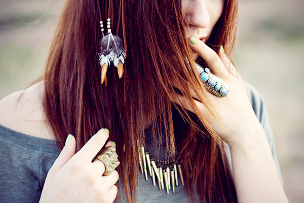 beautiful girl brown hair summer beach feathers federextensions strand hippie