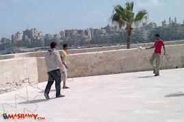 بالصور.. مهزلة في قلعة قايتباي بالإسكندرية !!