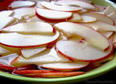 Apfelscheiben in Zitronenwasser für Apfelrose