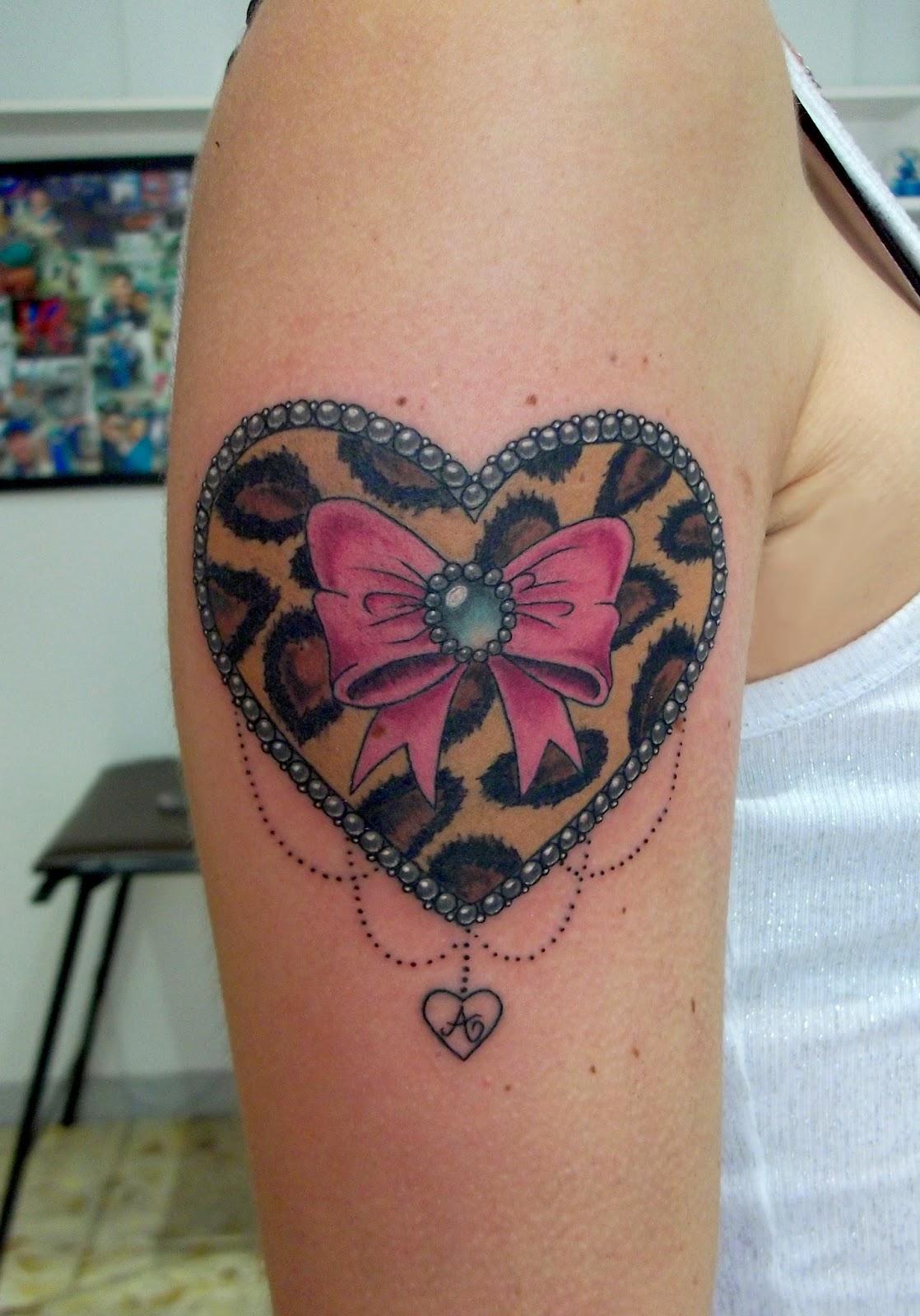 besaly tattoo tatuaggio cuore leopardato con fiocco e opale leopard tattoo heart with bow and. Black Bedroom Furniture Sets. Home Design Ideas