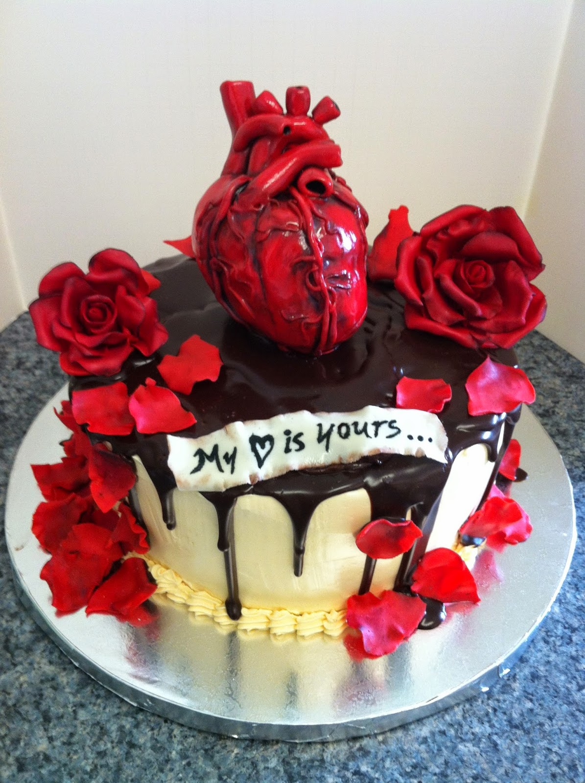 Hogan's Sweet Art: Valentines' Day Heart Cake