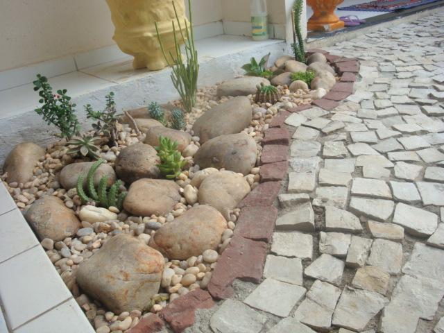 pedras grandes jardim : pedras grandes jardim:Meu Jardim é Assim: Um jardim à prova de cachorro.