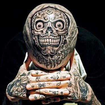 Tatuagem de caveira na cabeça