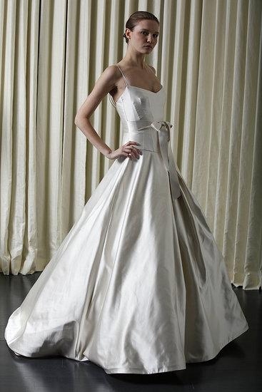 Monique lhuillier wedding dresses 2010
