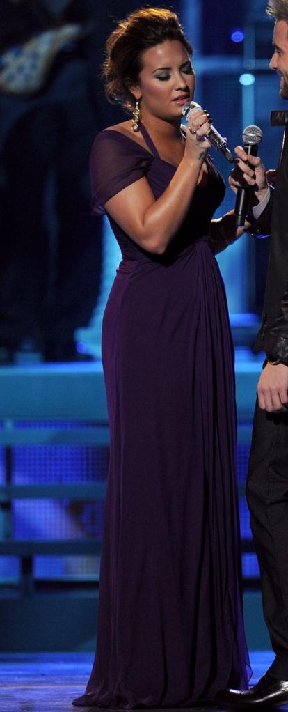 red carpet dresses demi lovato latin grammy awards 2011