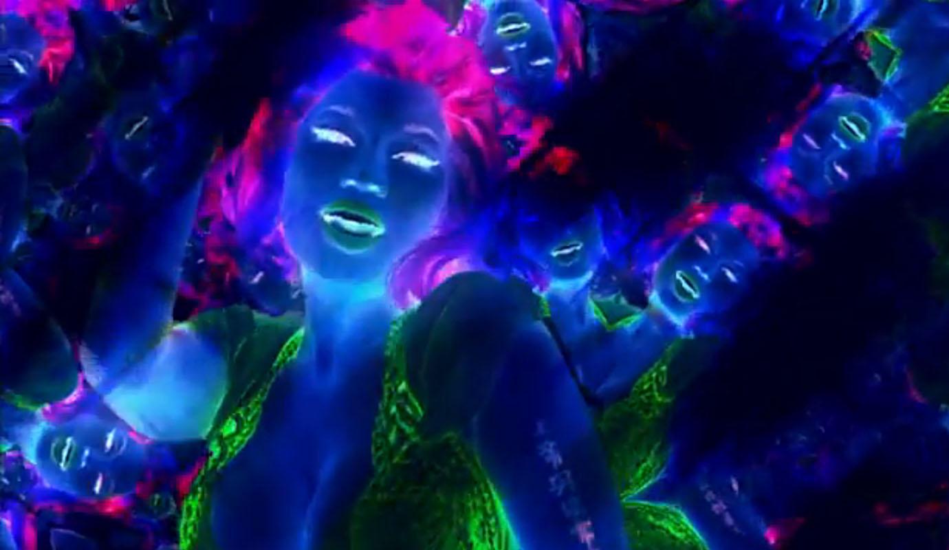 http://4.bp.blogspot.com/-t6SRcA4nsfs/T5svmuFsZcI/AAAAAAAAHOg/h-7f0FaxI5U/s1600/Nicki%2BMinaj-Starships_2.jpg