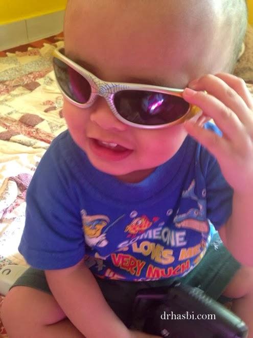 Baby comel Amir Khalif kena tinggal sorang